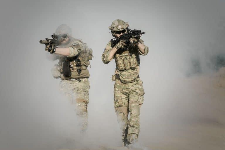 חיילים קרביים לוחמים